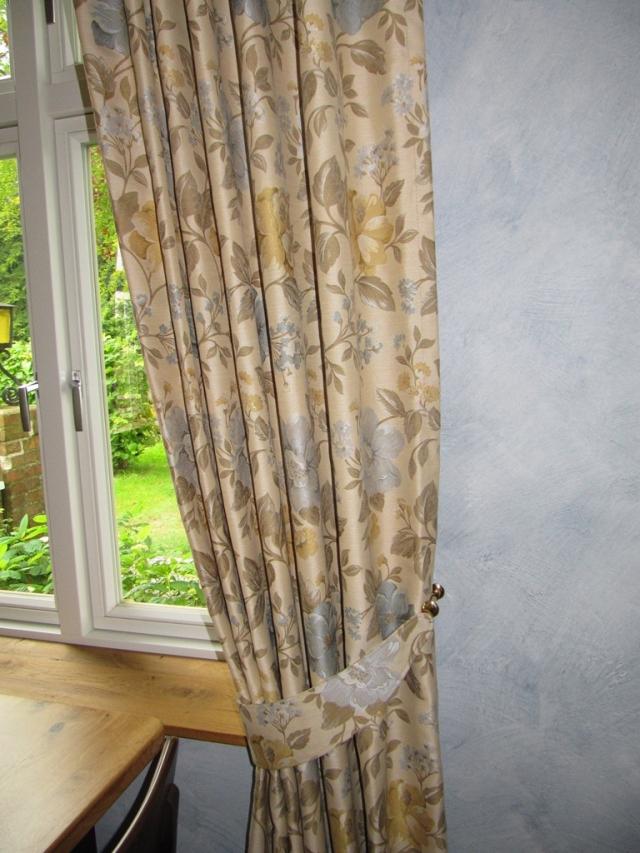Fensterdekorationen von Schulz & Kühnapfel aus Gettorf. Innenausbau und Raumideen